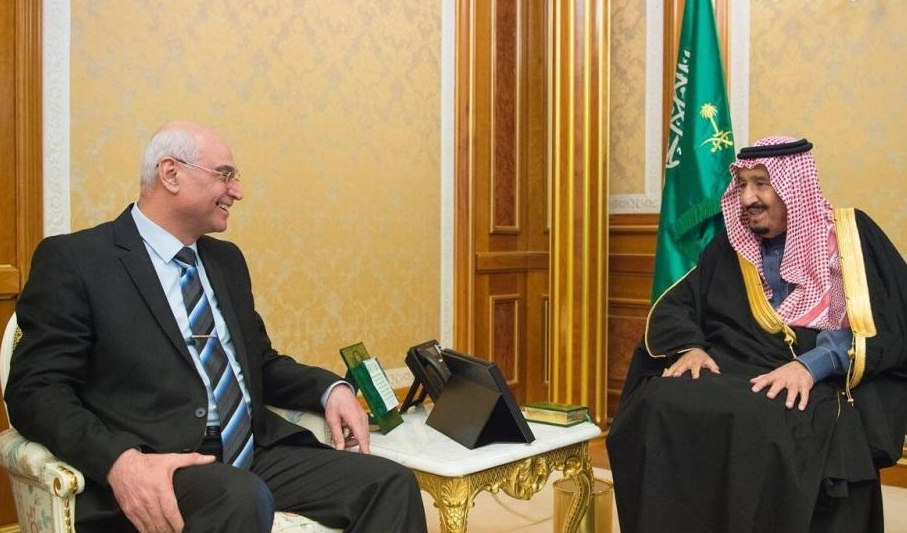 الملك سلمان بن عبدالعزيز آل سعود والدكتور صلاح نوري خلف رئيس ديوان الرقابة المالية الاتحادي بالعراق