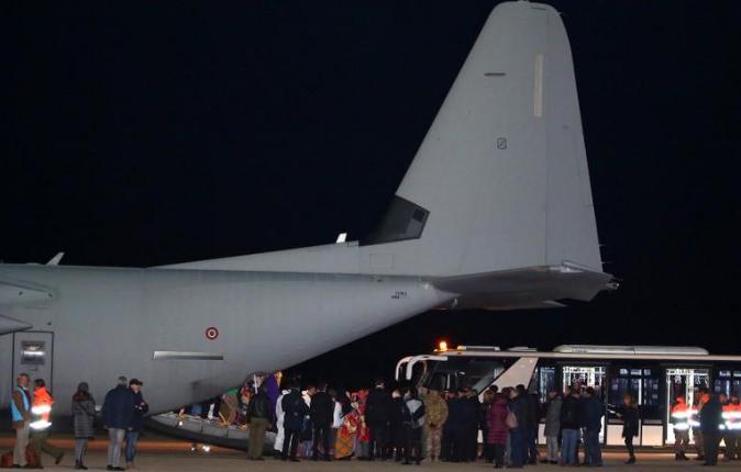 الأمم المتحدة تجلي لاجئين من ليبيا إلى إيطاليا
