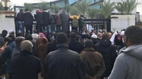 نازحون يقتحمون باحة المجلس الرئاسي في ليبيا