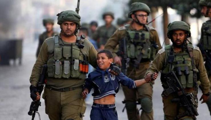 جيش الاحتلال الإسرائيلي يعتقل فلسطيني
