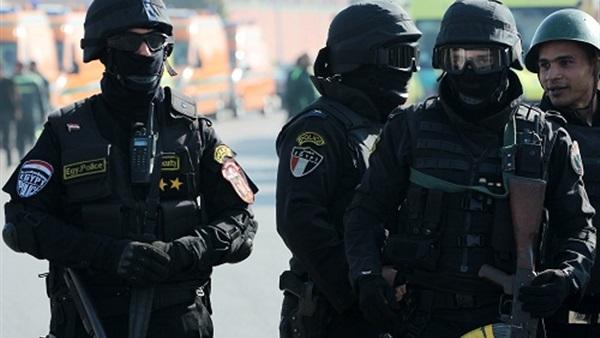 عناصر من رجال الشرطة