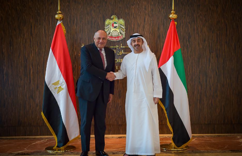 عبدالله بن زايد يستقبل وزير الخارجية المصري.
