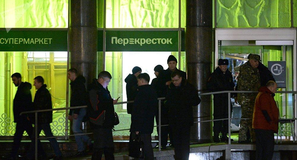 الشرطة الروسية فى موقع تفجير سانبطرسبورج