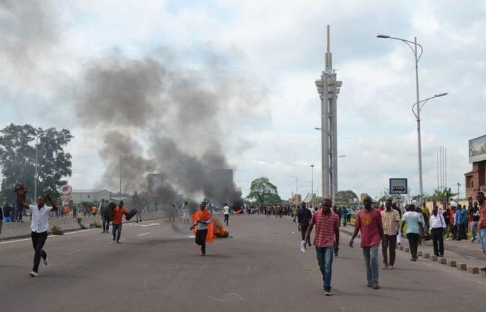 قوات الكونجو تستخدم الغاز المسيل للدموع