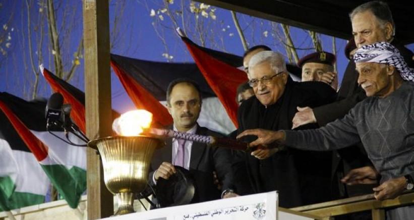 الرئيس الفلسطيني يوقد شعلة انطلاقة حركة فتح