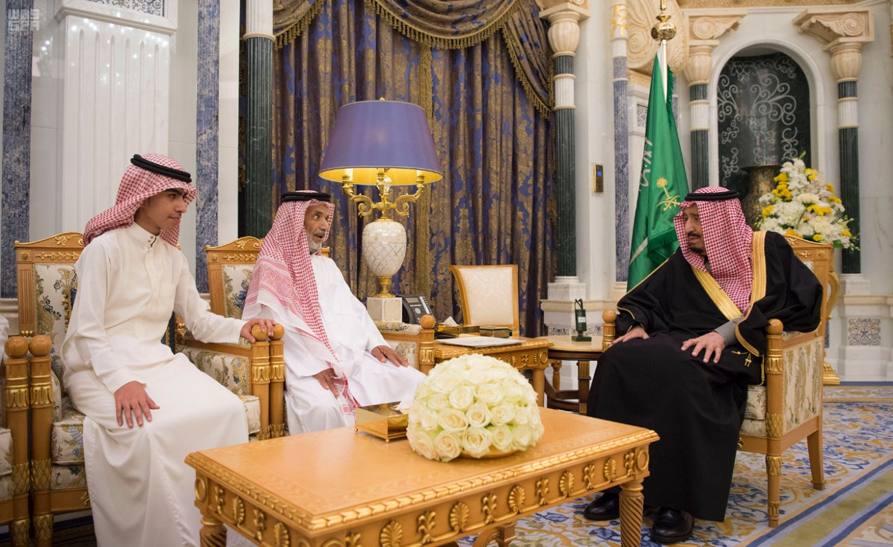 الملك سلمان يعزي أسرة قاض قتله إرهابيون