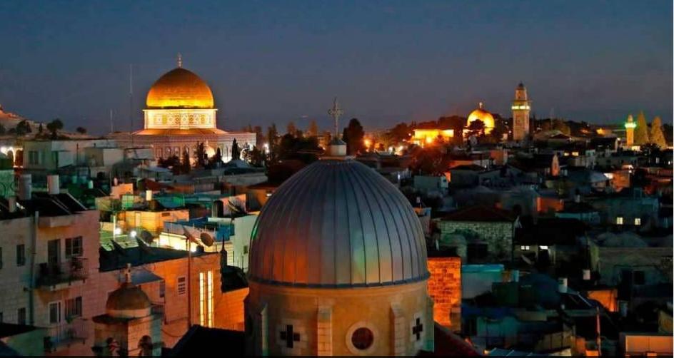 القدس ليلًا