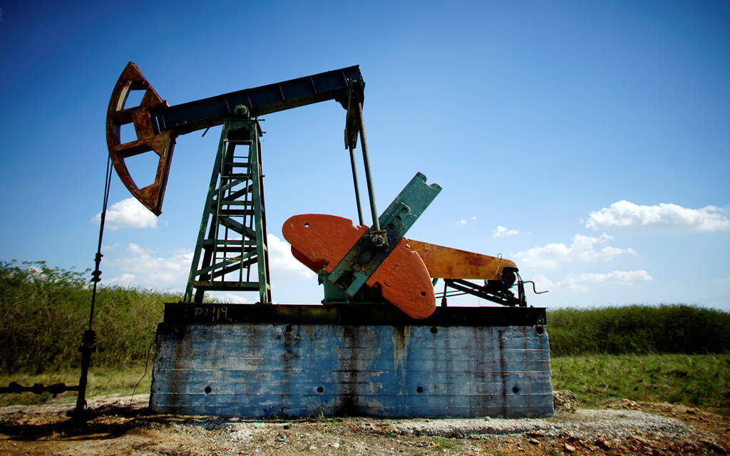 النفط يتراجع عند التسوية