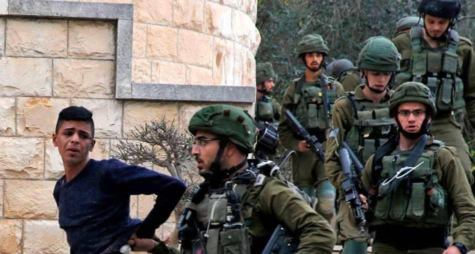 الجيش الإسرائيلي يعتقل فلسطينيين