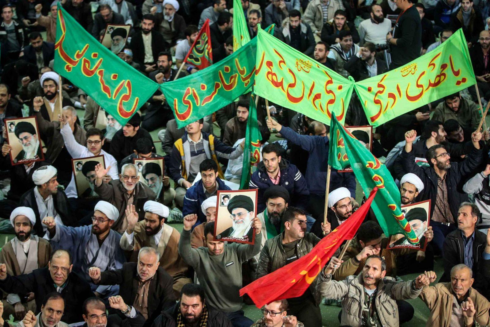 متظاهرين مؤيدين للنظام في إيران