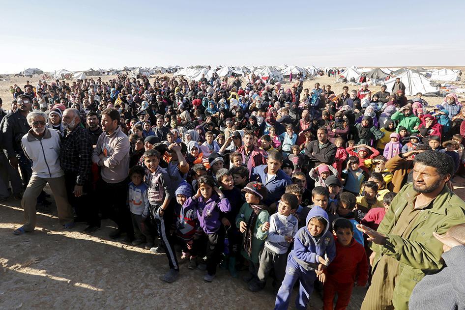 السوريين العالقين على الحدود