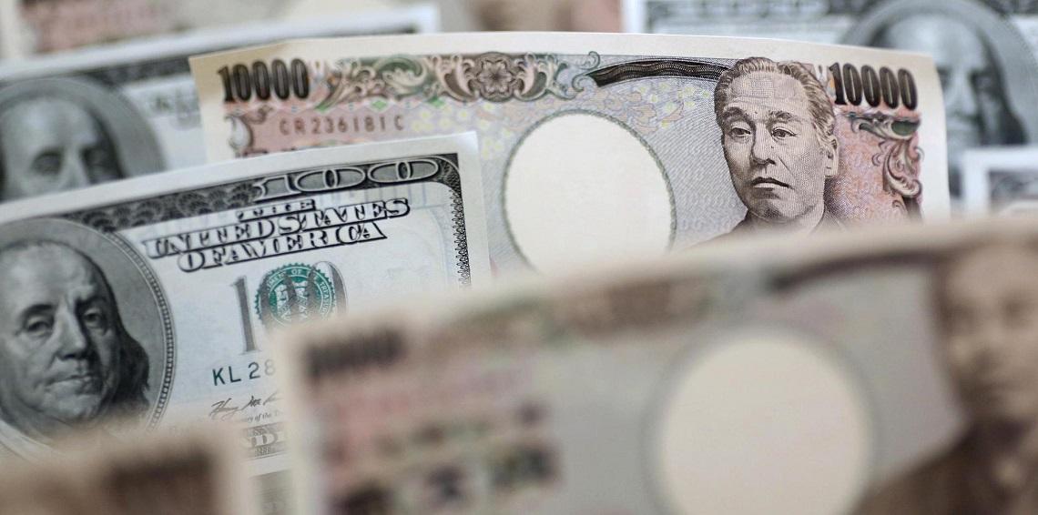 الدولار يتراجع أمام الين