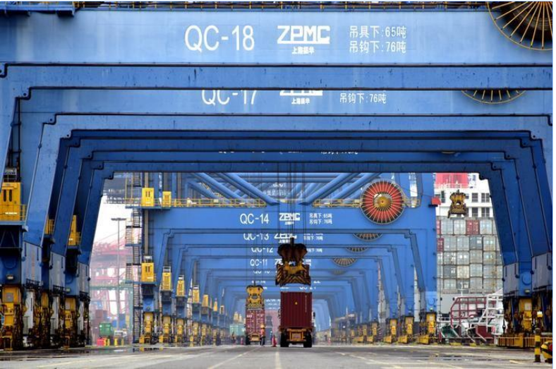 ميناء حاويات في الصين