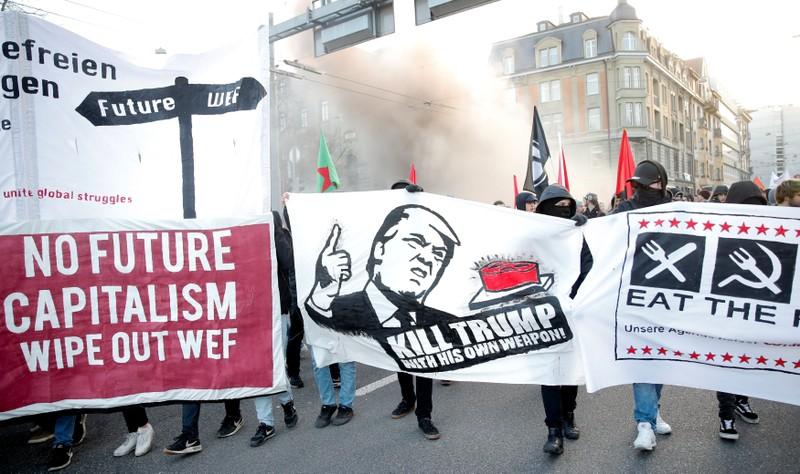 مظاهرات ضد ترامب فى مدينة برن السويسرية