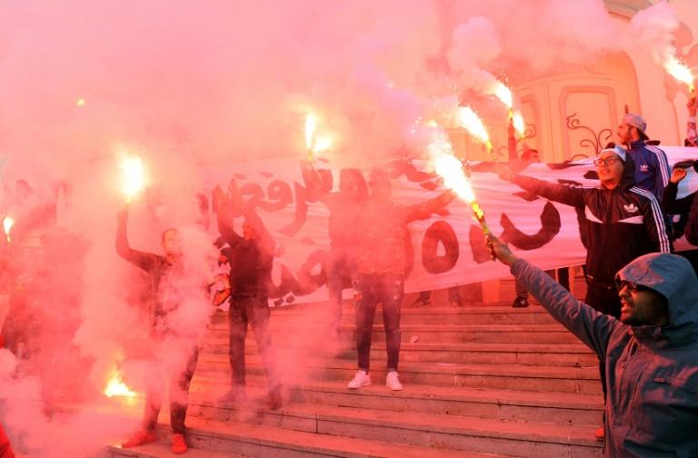 متظاهرون في وسط تونس خلال الاحتفال بالذكرى السابعة لرحيل بن علي