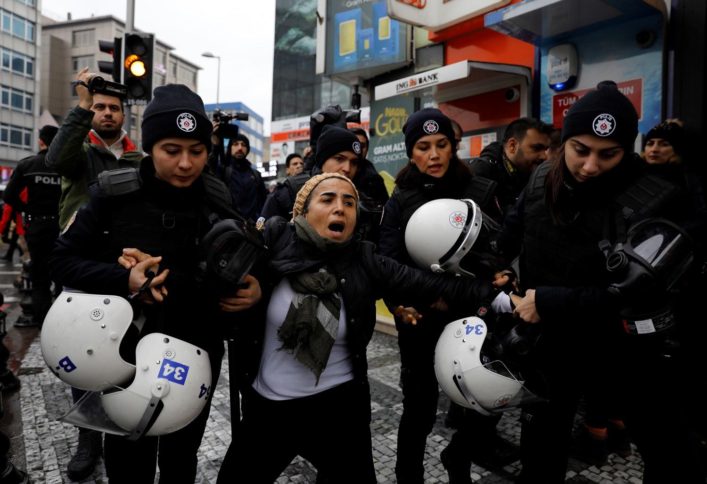 الشرطة التركية أثناء فض المظاهرات - رويترز