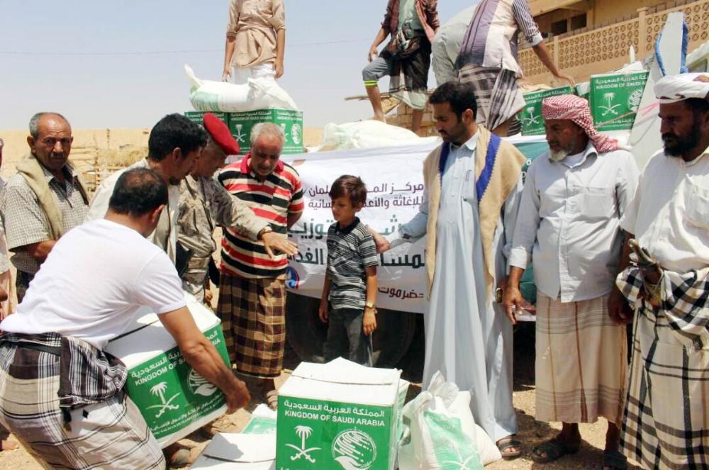 توزيع المساعدات الإنسانية فى اليمن - أرشيفية