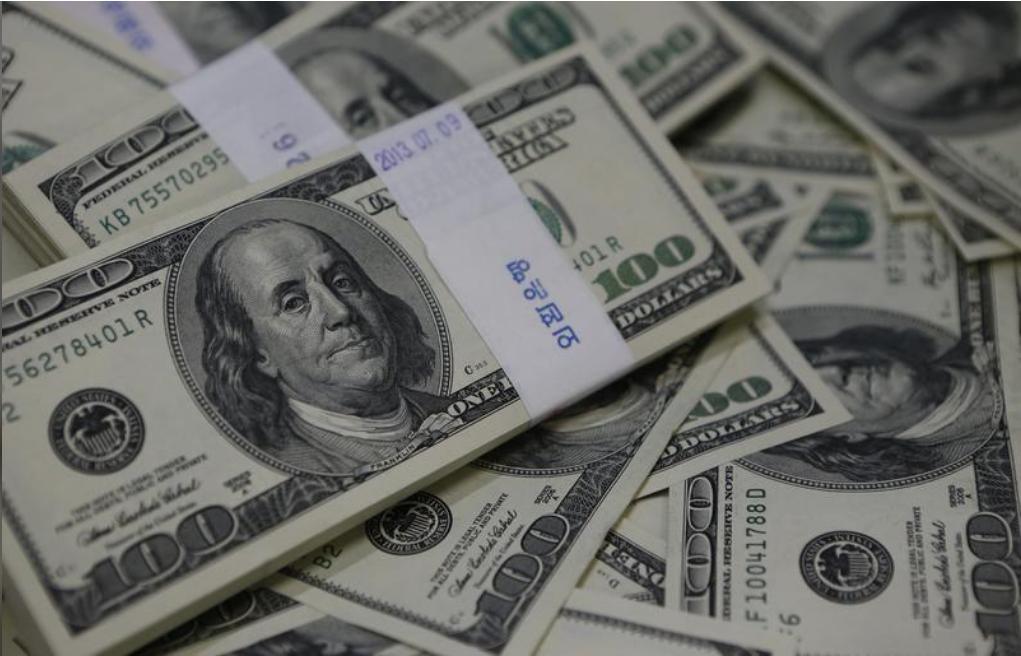 أوراق نقد من فئة المئة دولار