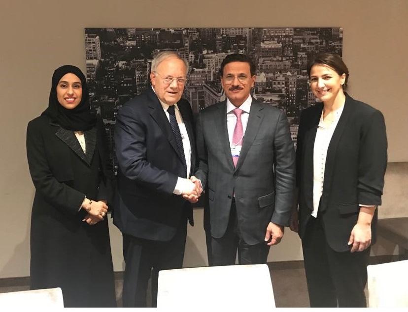 سلطان المنصوري يبحث مع وزير الاقتصاد السويسري سبل تنمية التعاون المشترك