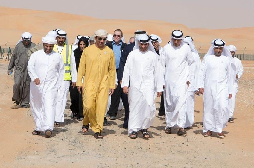 هزاع بن زايد خلال زيارته لمنطقة الخزان الاستراتيجي الكبير للمياه