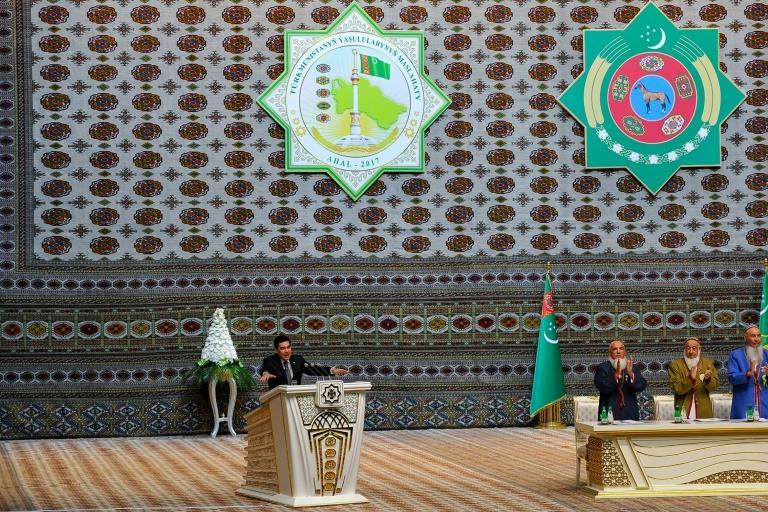 الرئيس التركماني قربان قولي بردي محمدوف