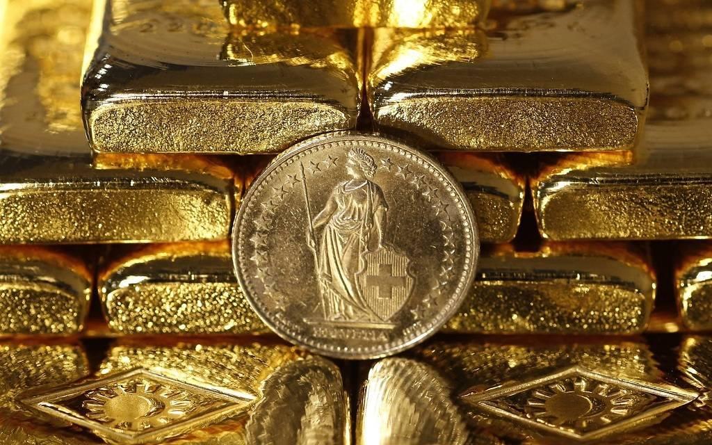 الذهب يتراجع
