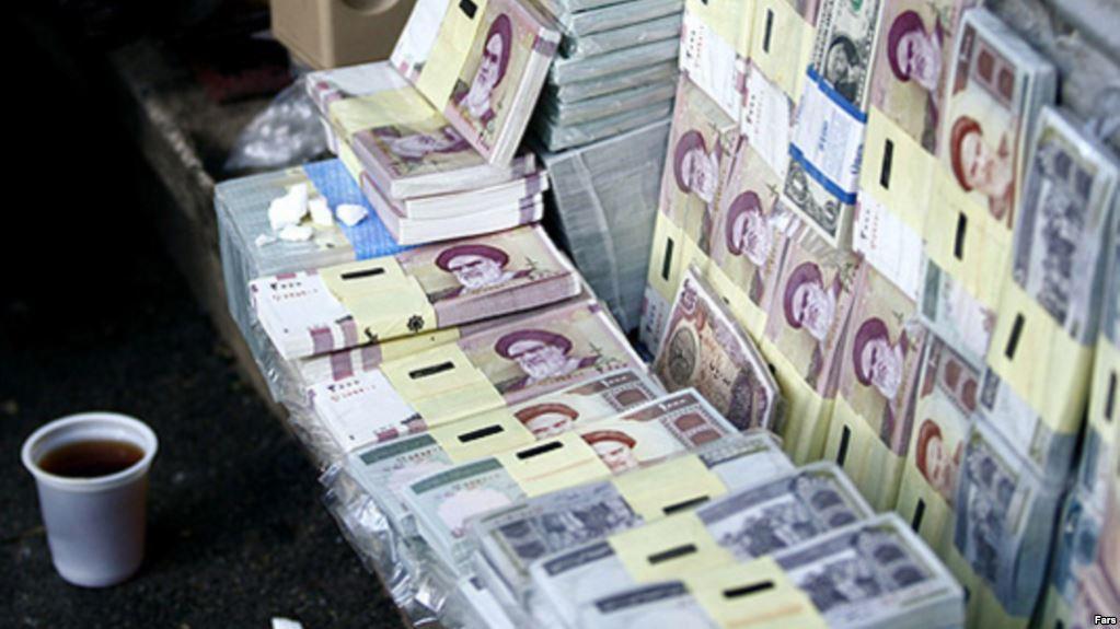تراجع غير مسبوق للتومان الإيرانى مقابل الدولار