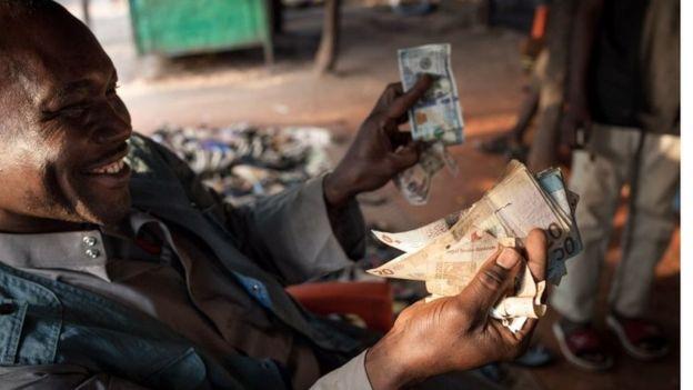 انخفاض قيمة الجنيه السوداني
