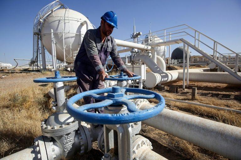 عامل عراقي في حقل باي حسن النفطي