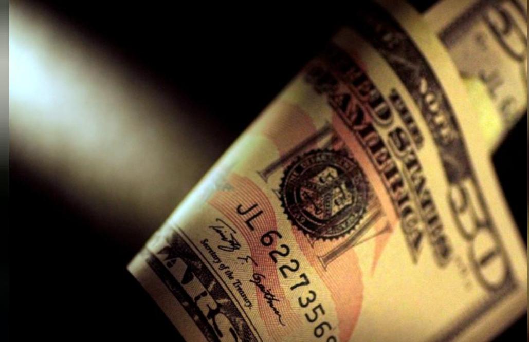 عملة ورقية من الدولار الأمريكي.
