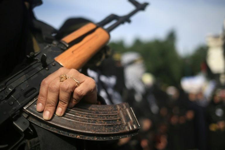 بندقية كلاشنيكوف خلال تظاهرة لحركة الجهاد الاسلامي في غزة