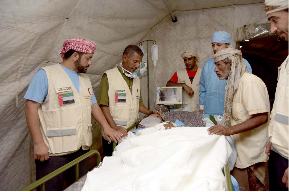 القوات المسلحة الإماراتية تنقذ طفلا يمنيا تعرض لانفجار لغم زرعته ميليشيا الحوثي