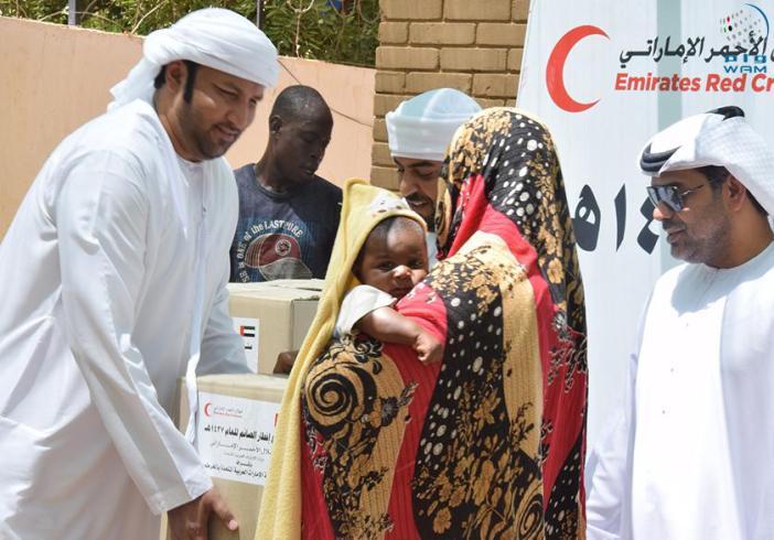 سفارة الإمارات بالخرطوم تنفذ مشروع كسوة الايتام والأرامل وطلاب المدارس