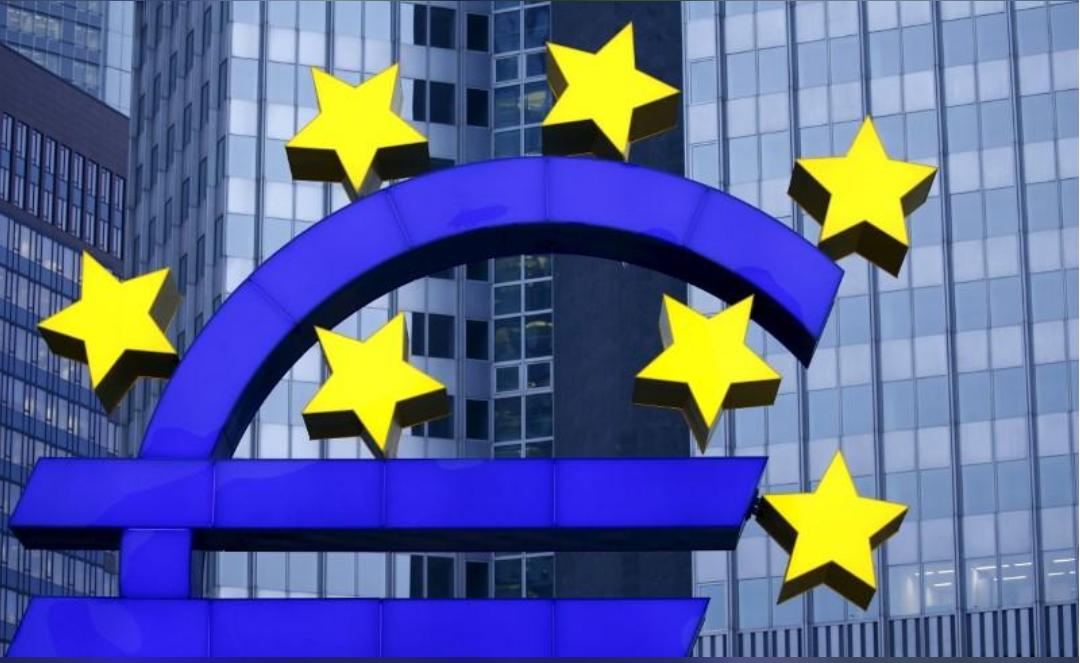 مجسم شعار اليورو في فرانكفورت