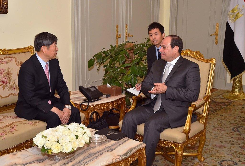 السيسي مع وزير اقتصاد أذربيجان