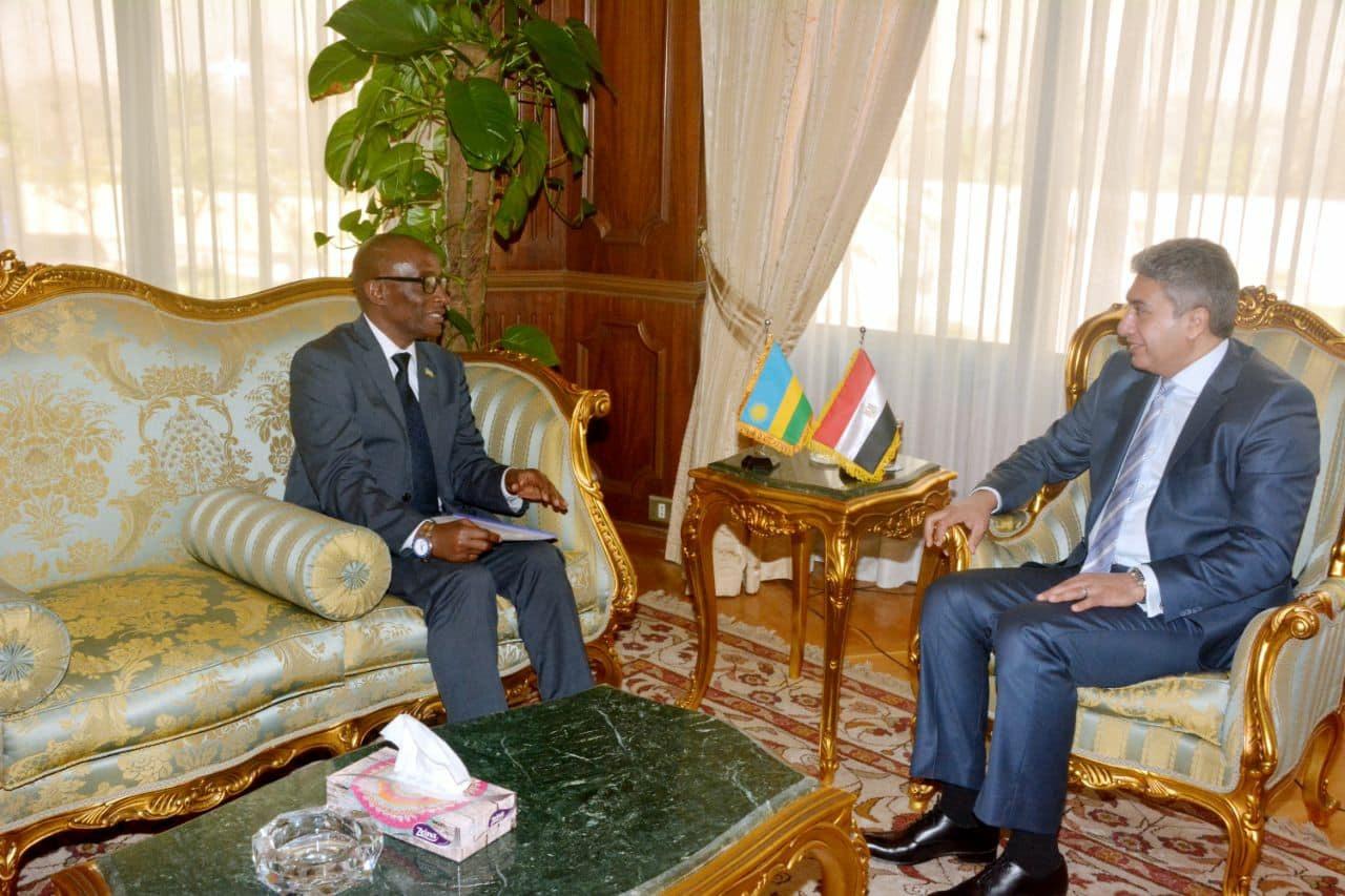 وزير الطيران المصري وسفير جمهورية رواندا لدى مصر