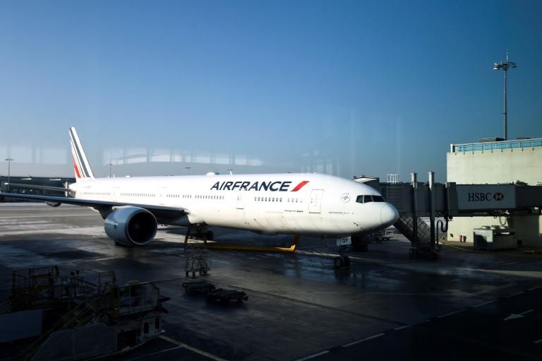 طائرة اير فرانس في مطار رواسي شمال باريس