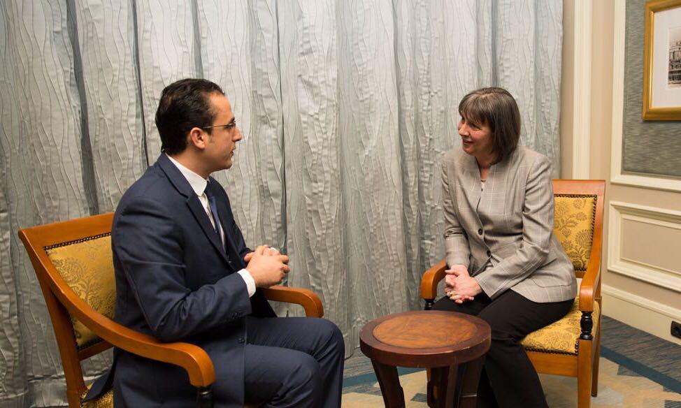 مارتينا هوند ميجان مع الإعلامي إسماعيل حماد