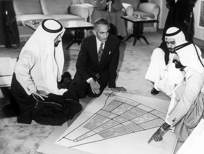 الشيخ زايد والتخطيط لتطويرالإمارات