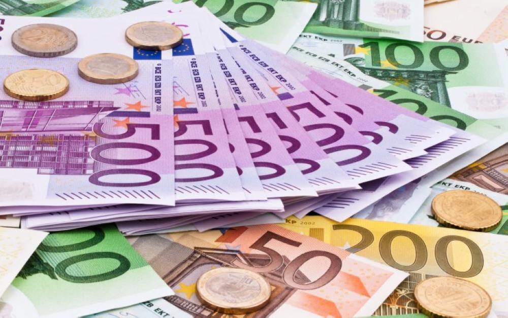 اليورو يقفز مع ترقب المتعاملين
