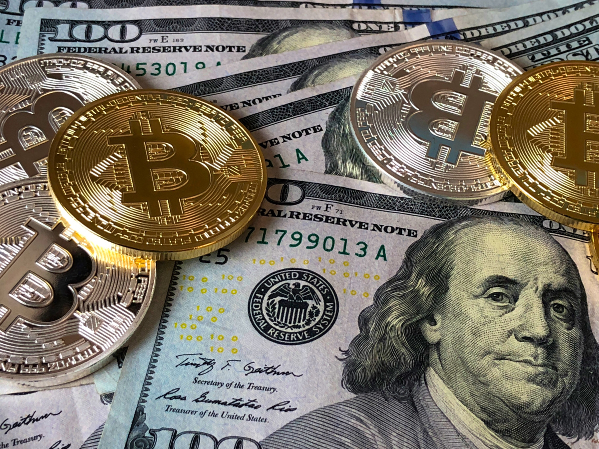 الدولار والبتكوين