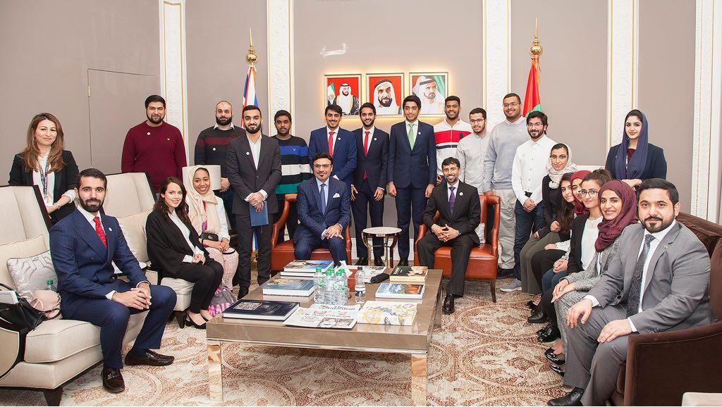 سهيل بن محمد فرج فى مقر السفارة الجديد بمدينة لندن