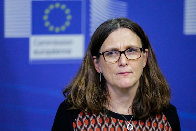 المفوضة الاوروبية لشؤون التجارة سيسيليا مالمستروم في مؤتمر صحافي في مقر المفوضية في بروكسل