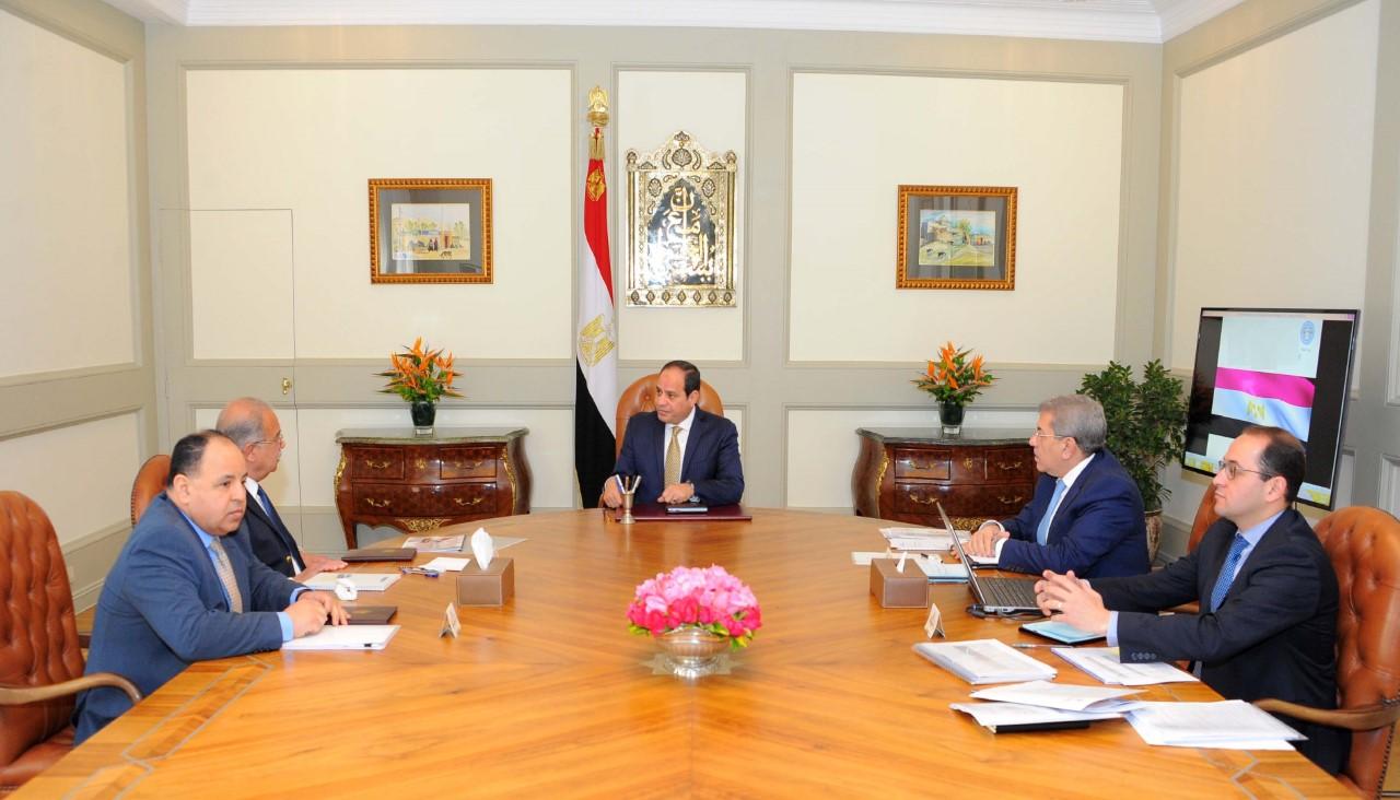 الرئيس السيسى مع رئيس الوزراء ووزير المالية