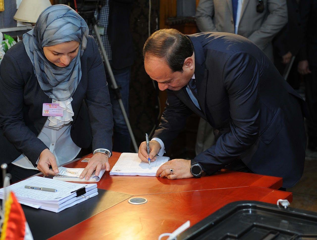 السيسي يدلي بصوته في الانتخابات الرئاسية