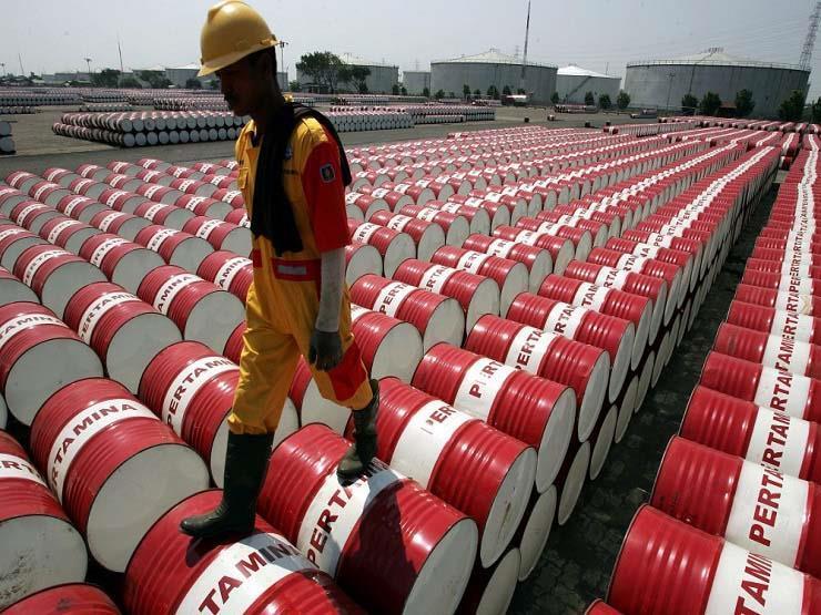 النفط يهبط بنحو 1% بفعل ارتفاع مفاجئ في المخزون الأمريكي