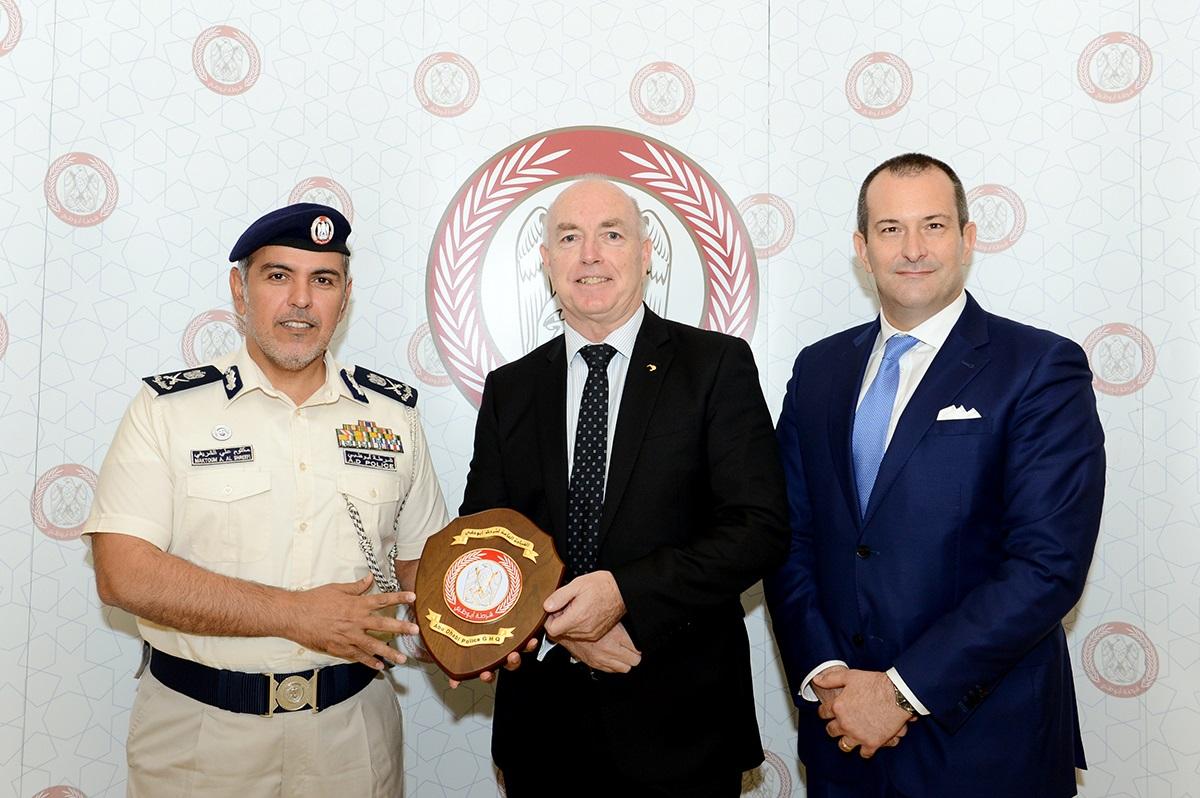 شرطة أبوظبي تبحث تعزيز التعاون مع نظيرتها النيوزيلندية