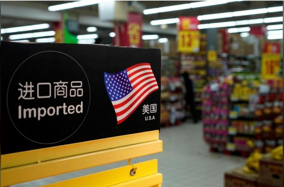 واردات من الولايات المتحدة في أحد المتاجر في شنغهاي بالصين