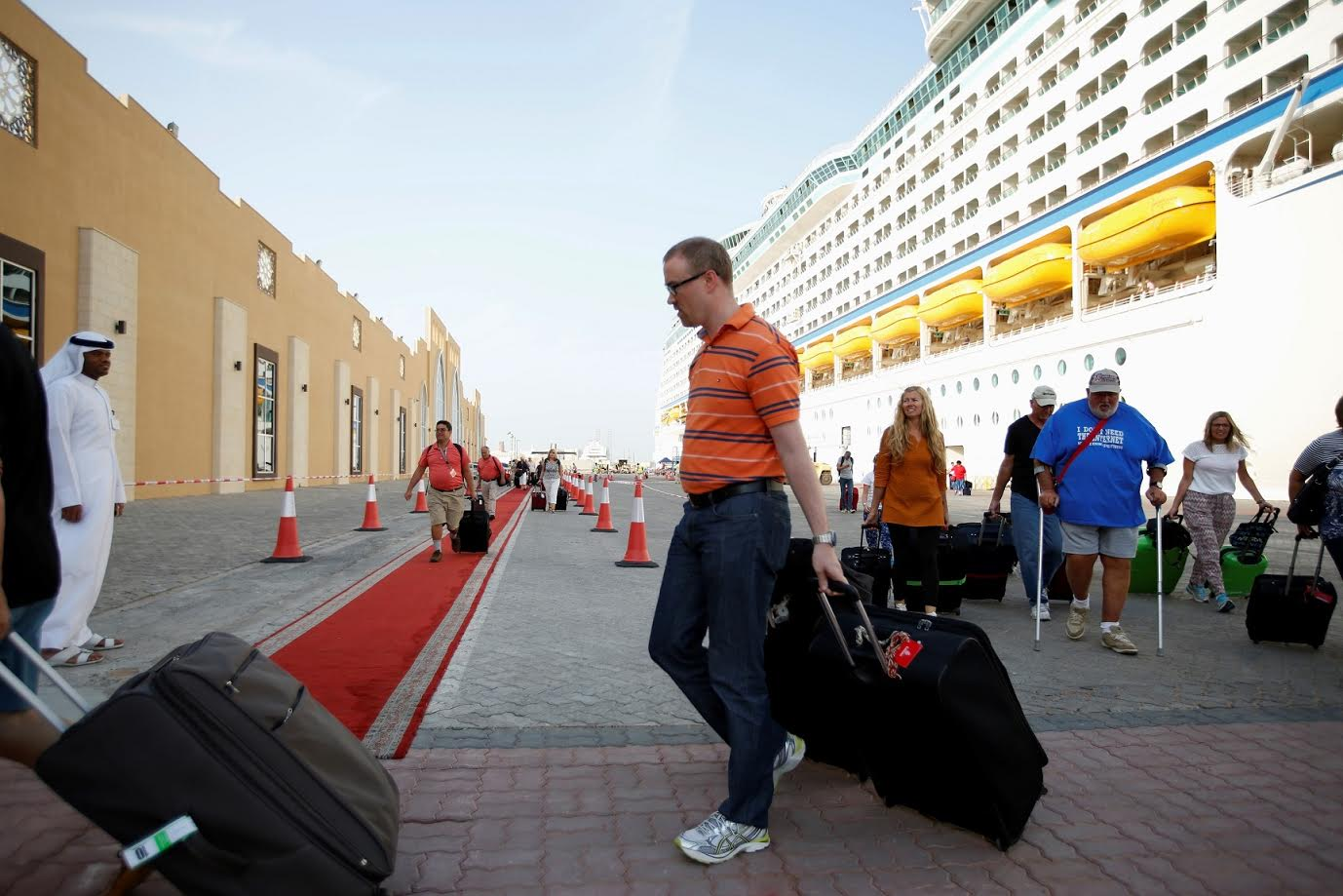 سياح الرحلات البحرية في دبي