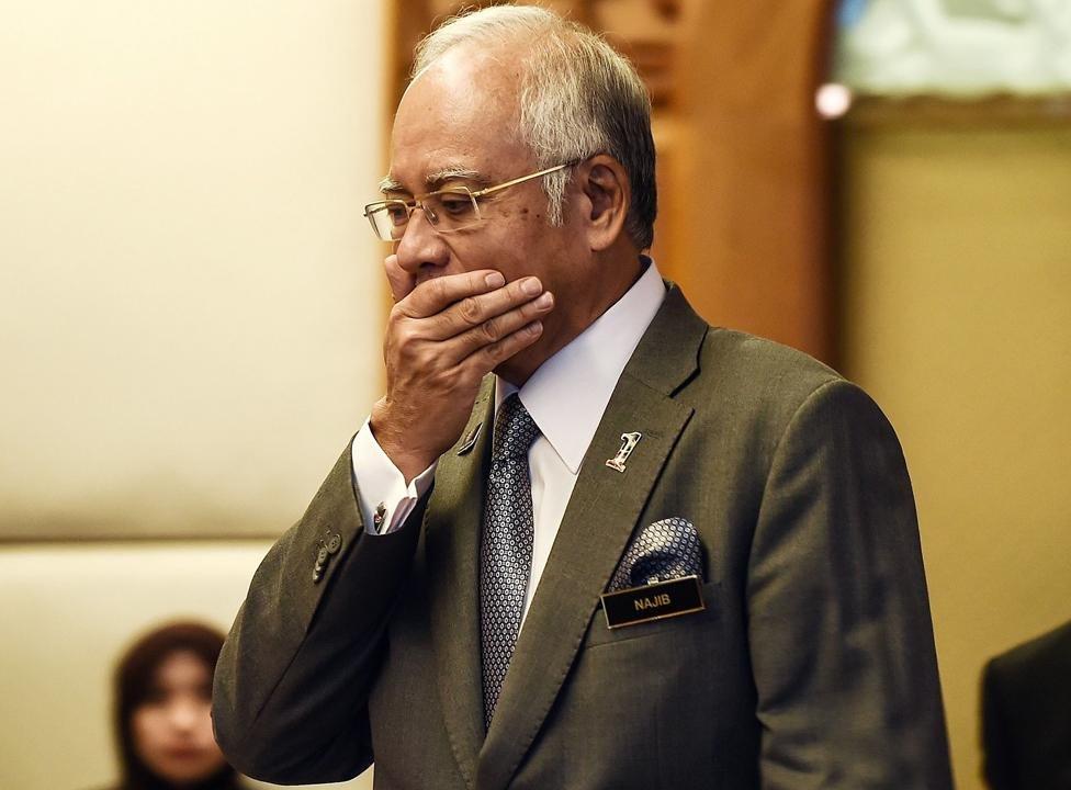 ضبط 72 حقيبة مليئة بالأموال والمجوهرات في منزل رئيس وزراء ماليزيا السابق